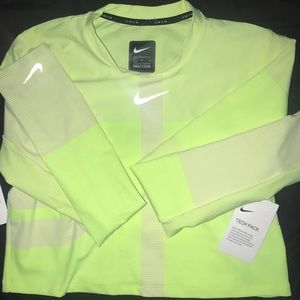NEVER WORN Nike dri-fit cropped long sleeve top